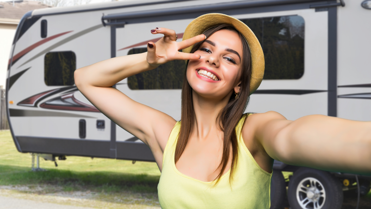5 RV YouTubers Report Live from the Florida RV Show