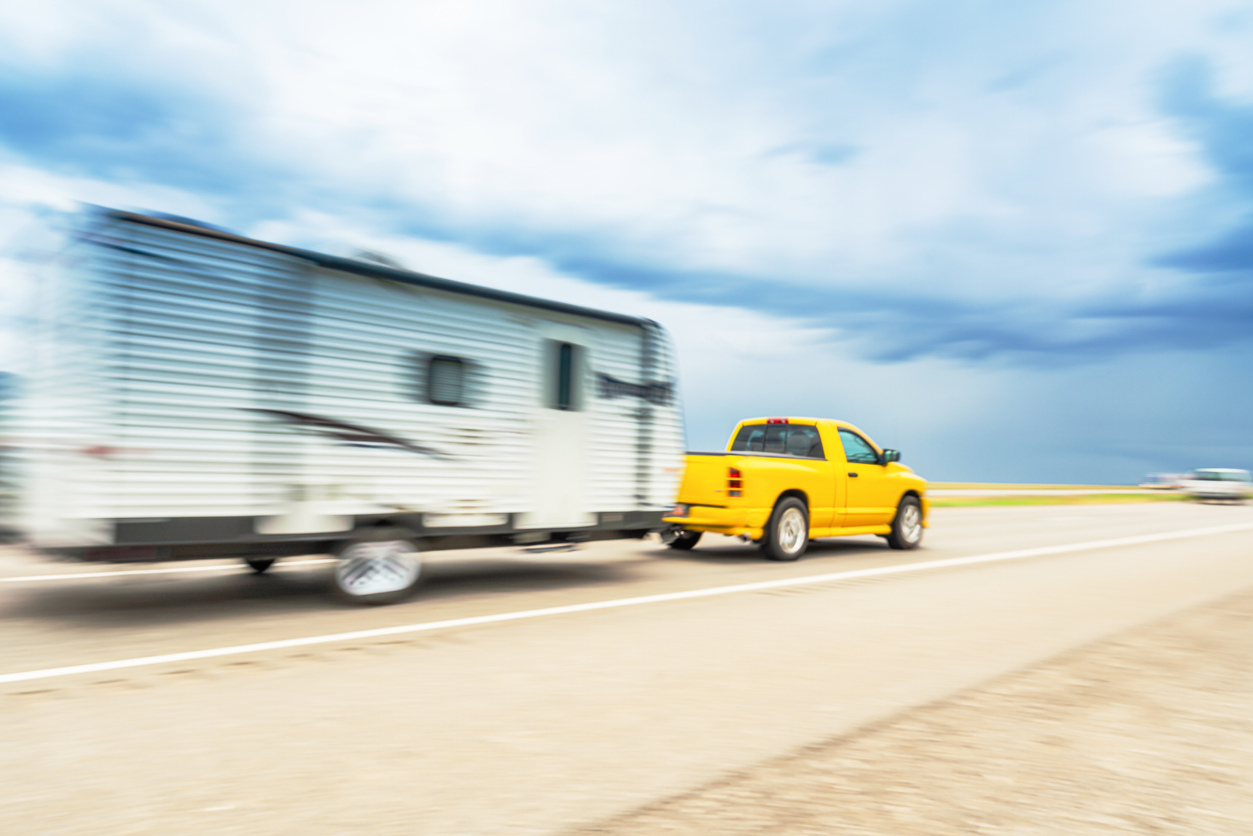 What is a Weight Distribution Hitch for Camper Trailers?