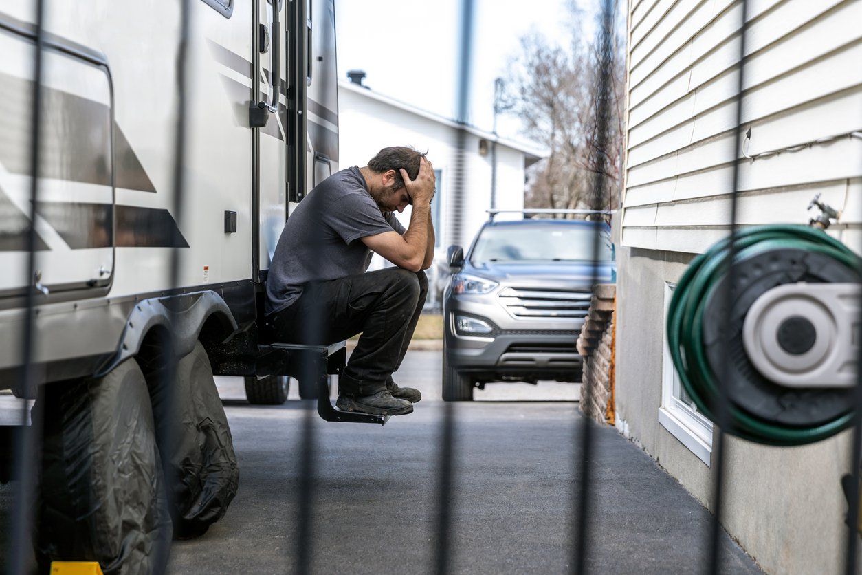 """RV Dreamers Lose $135k in One Day, """"Major Speed Bump"""" on Path to RV Life"""