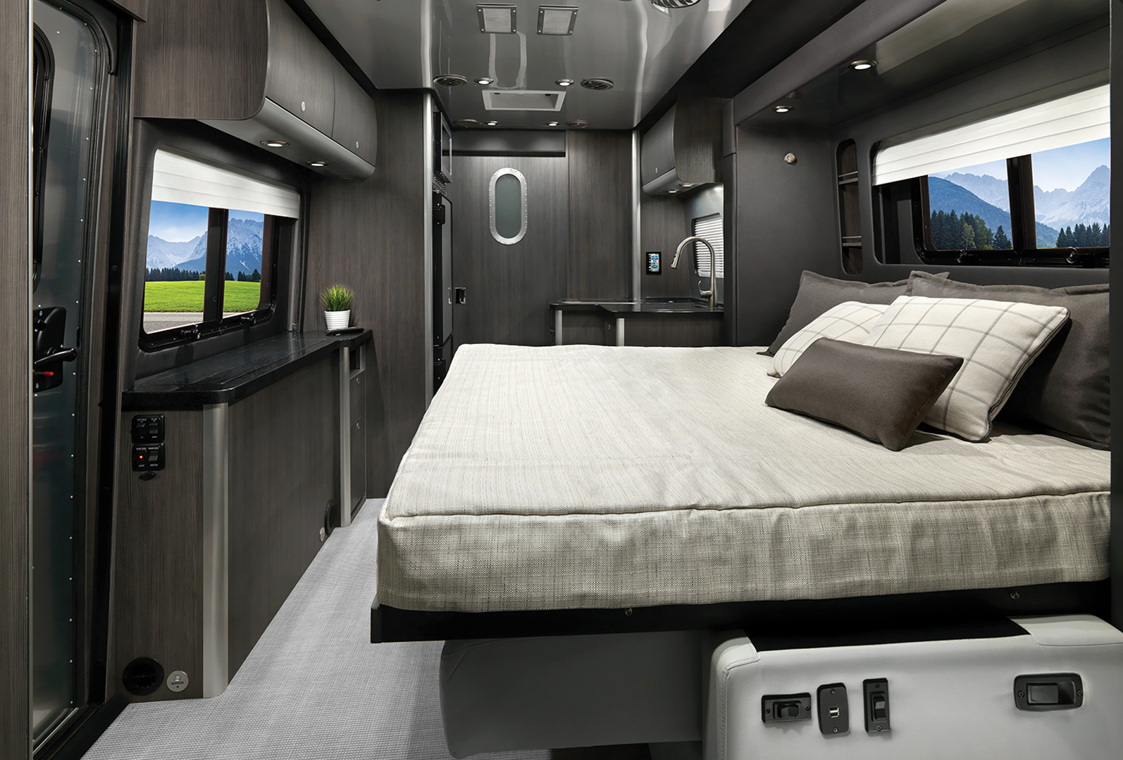 5 Best RVs With Murphy Beds