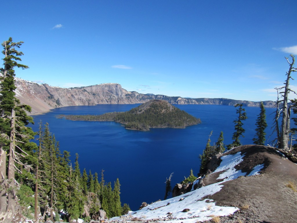 Free camping near Crater Lakes offers peaceful, scenic beauty.
